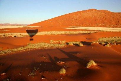 in mongolfiera sul deserto del Namib, alba e volo fra le dune